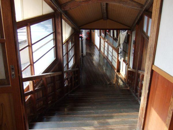ますや旅館の渡り廊下