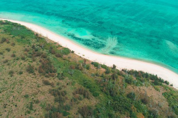 屋那覇島のビーチ