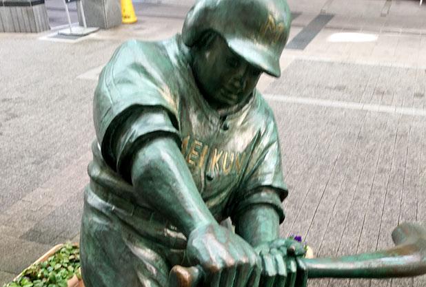 上古町商店街にあるドカベンの像