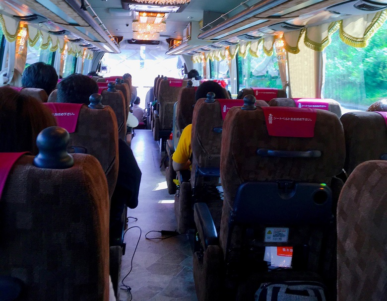 バス車内でオシゴト開始