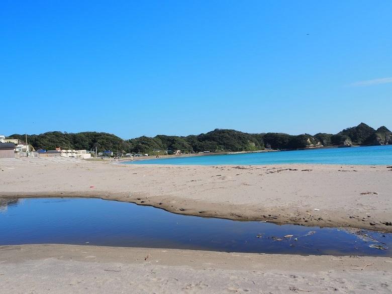 キャンパスの目の前にある鵜原海岸