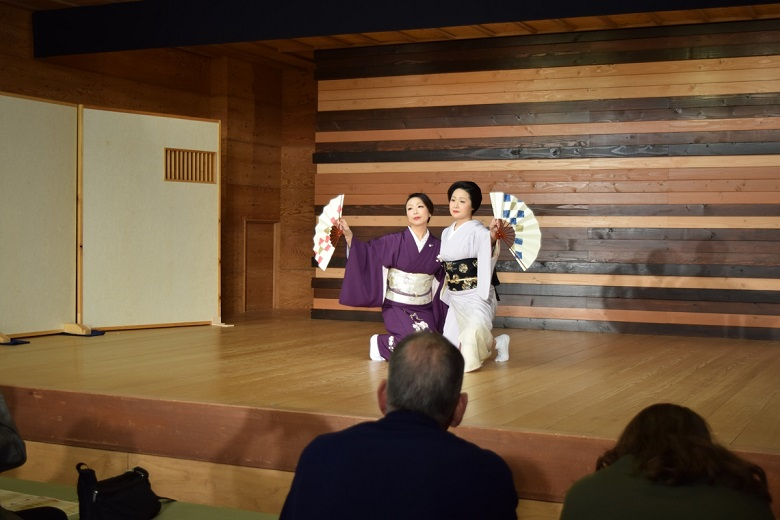 日本舞踊のデモンストレーション