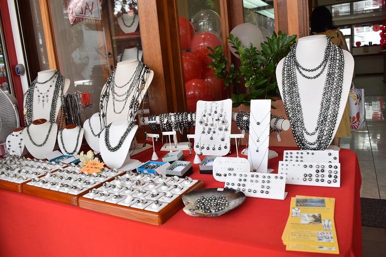 タヒチは黒真珠が特産品